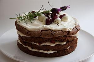 Marja-suklaakakku