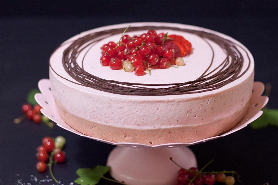 gluteeniton-mansikkasuklaakakku