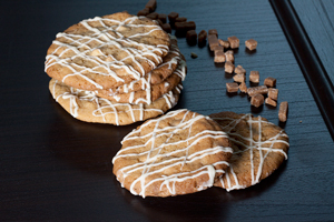 Valkosuklaa-fudge cookiesit