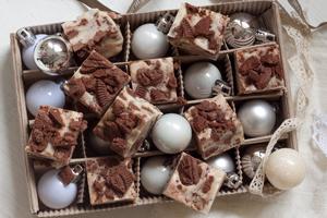 Luukku 16: Cookies 'n' cream fudge